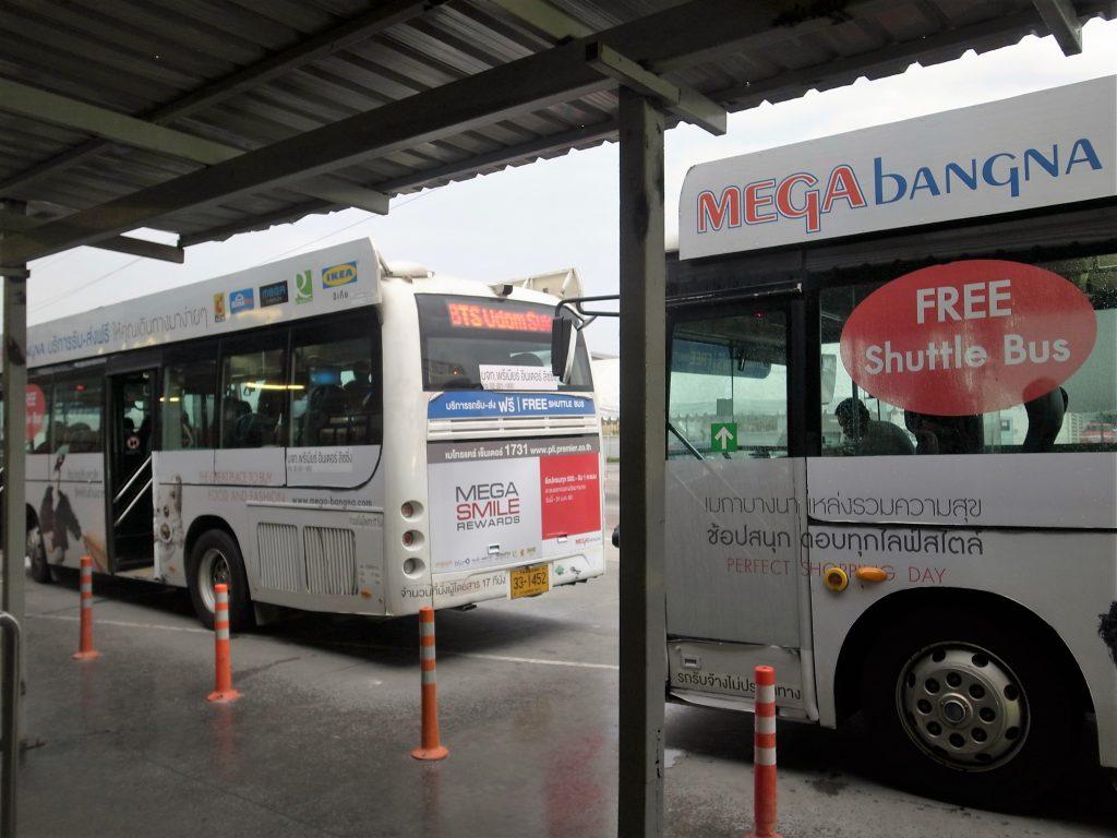 メガバンナーフリーシャトルバス