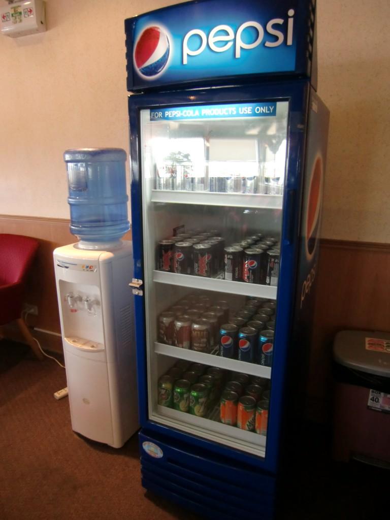 冷蔵庫にはソフトドリンク(ペプシ、7UP)③PAGSTOP
