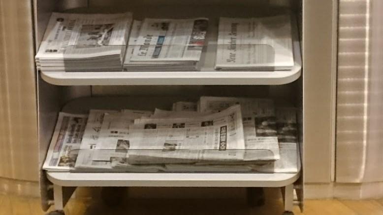セネターラウンジの新聞