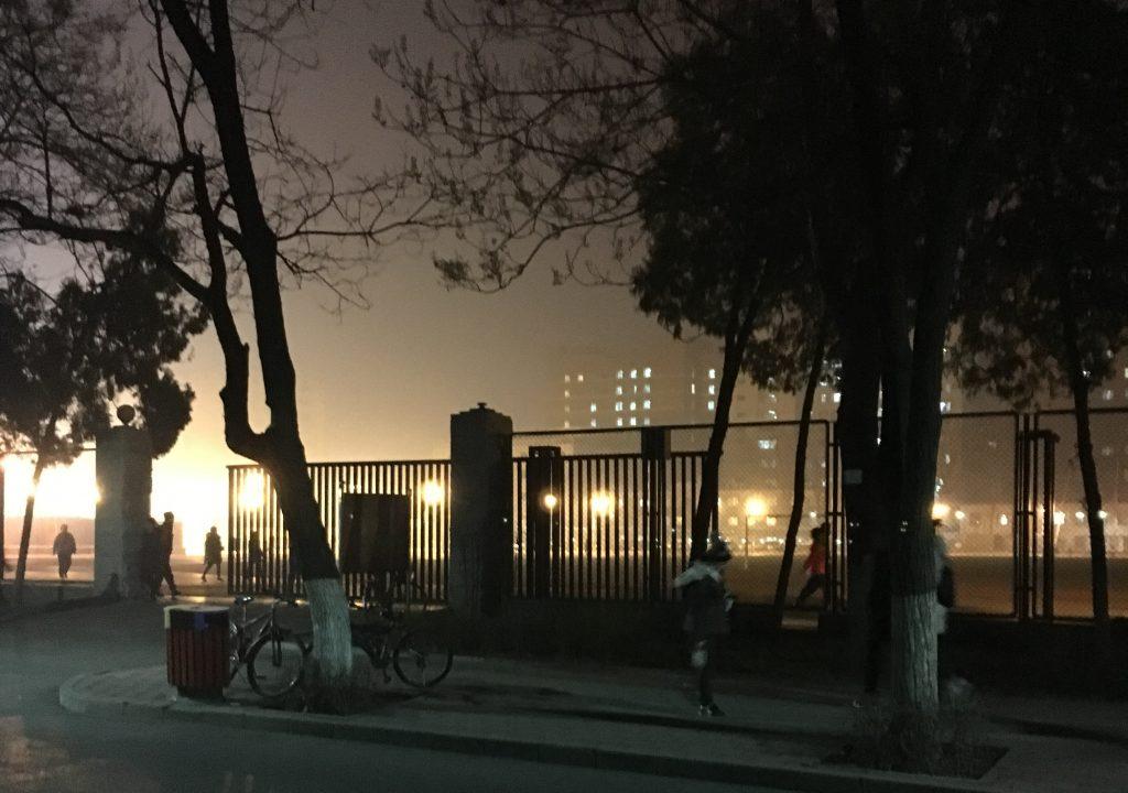 空気が汚かった日の北京の夜