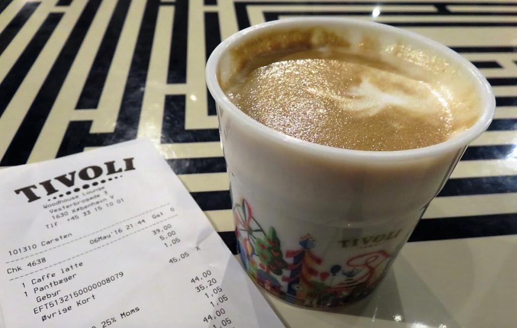 チボリ公園で飲んだコーヒー約800円!