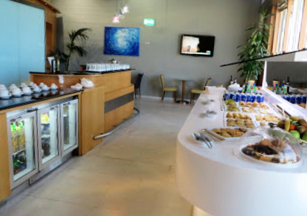 アテネ国際空港 Swiss Executive Lounge 飲食コーナー