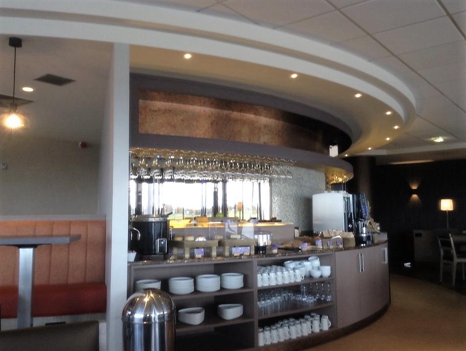 ベルファスト国際空港 Causeway Lounge 飲食コーナー