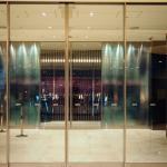 温かい食事と清潔なシャワールーム、羽田空港「TIAT LOUNGE」