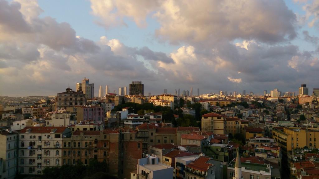ドイツ病院も含むイスタンブルの街並みガラタ塔展望テラスから撮影