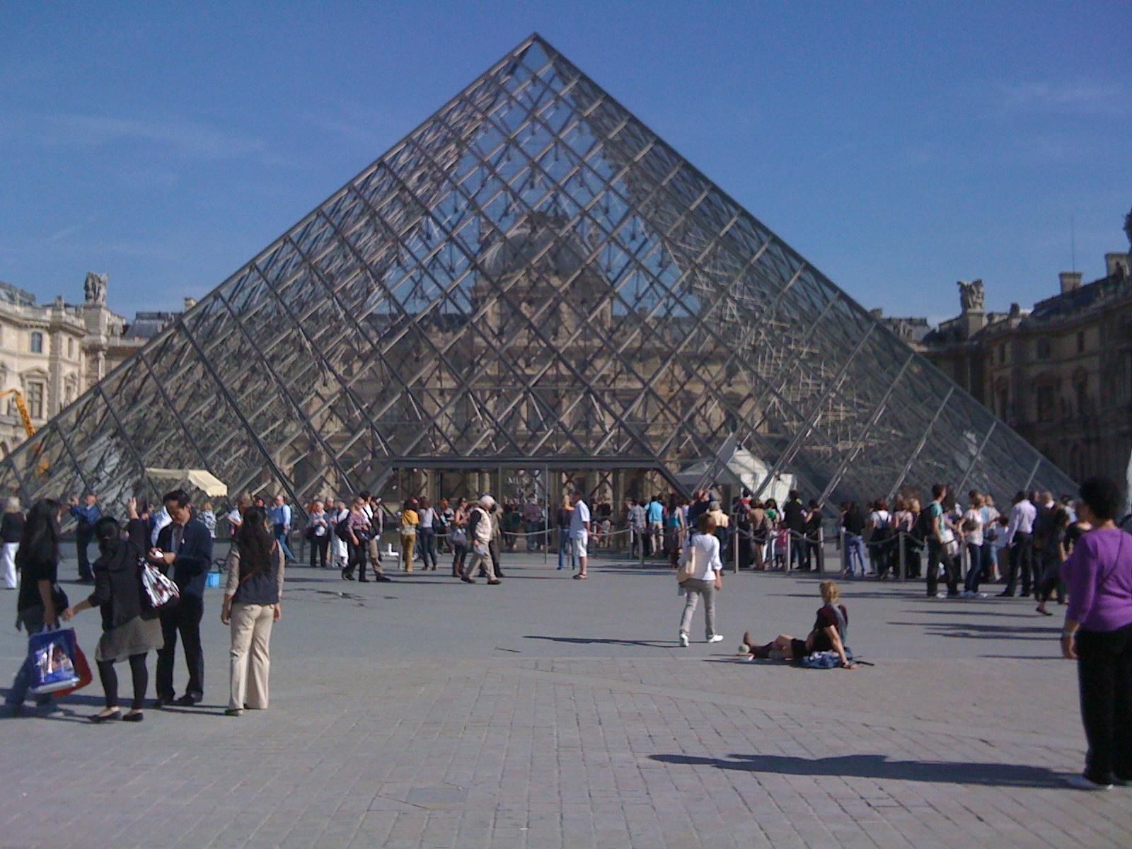 フランス旅行はマネーチェンジよりもクレジットカードがお得。