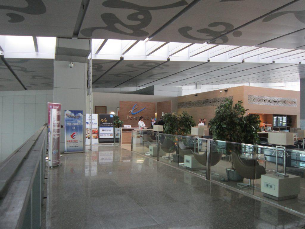ラウンジへはイミグレーションを出てすぐ、左斜め前にあるエレベーターを利用するのが便利ネータージー・スバース・チャンドラ・ボース国際空港
