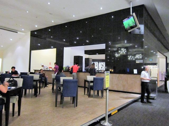 クアラルンプール国際空港ゴールデンラウンジ 人種は多様