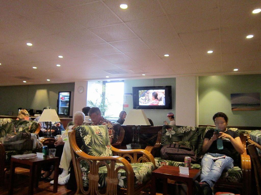 観光客が多い IASS HAWAII LOUNGE IASS ハワイラウンジ