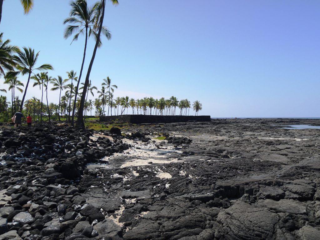 ハワイ島の溶岩ビーチ