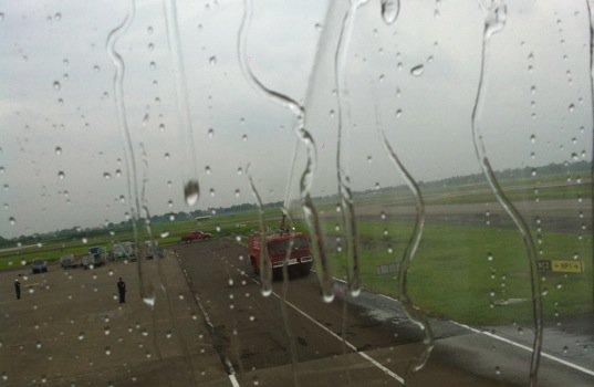ローンチ(初就航)フライトということで、到着後消防車(?)からの放水でお出迎え