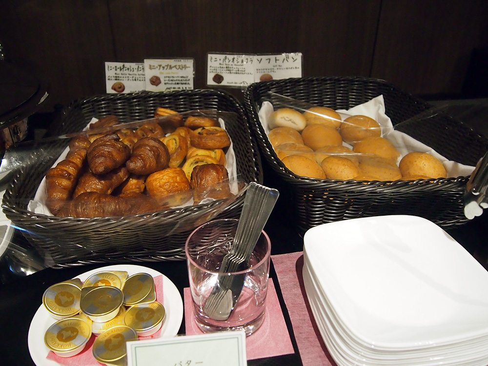 羽田空港HND_TIAT LOUNGE ANNEX クロワッサン ペストリー ソフトパン