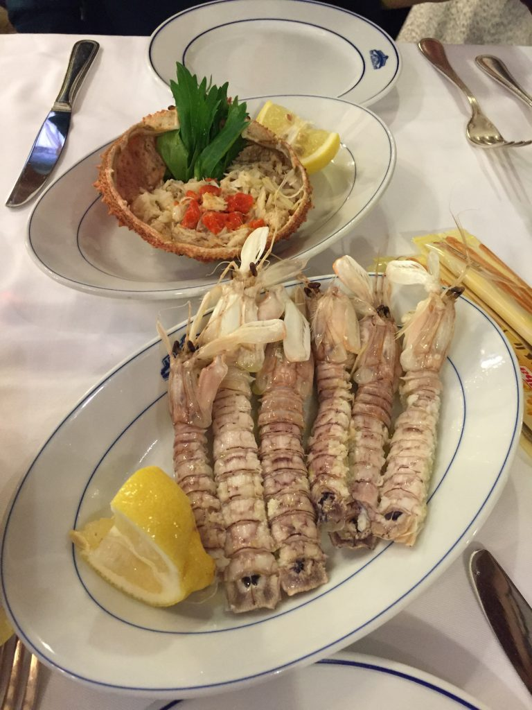 ベネチアはアドリア海に面しているだけあり、シーフードが絶品!名物のシャコとカニサラダを楽しみました