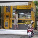 """タイのパタヤジョムティエン""""View Talay Condominium 5D""""の""""krungsri exchange""""で両替。"""