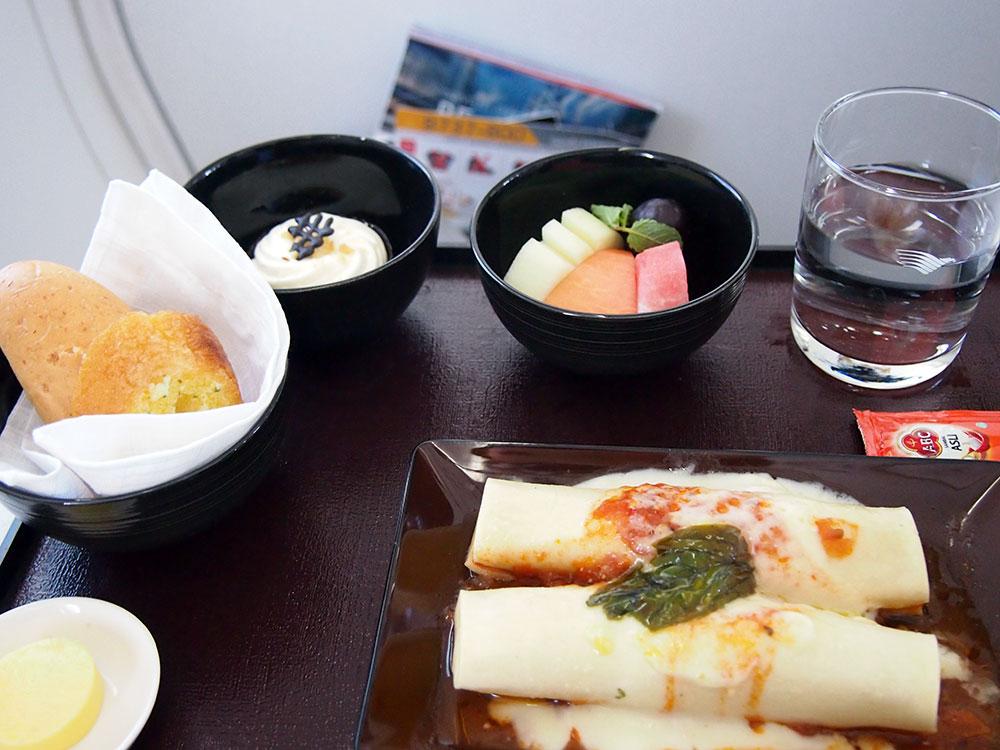 ガルーダ・インドネシア航空 朝食 オムレツ