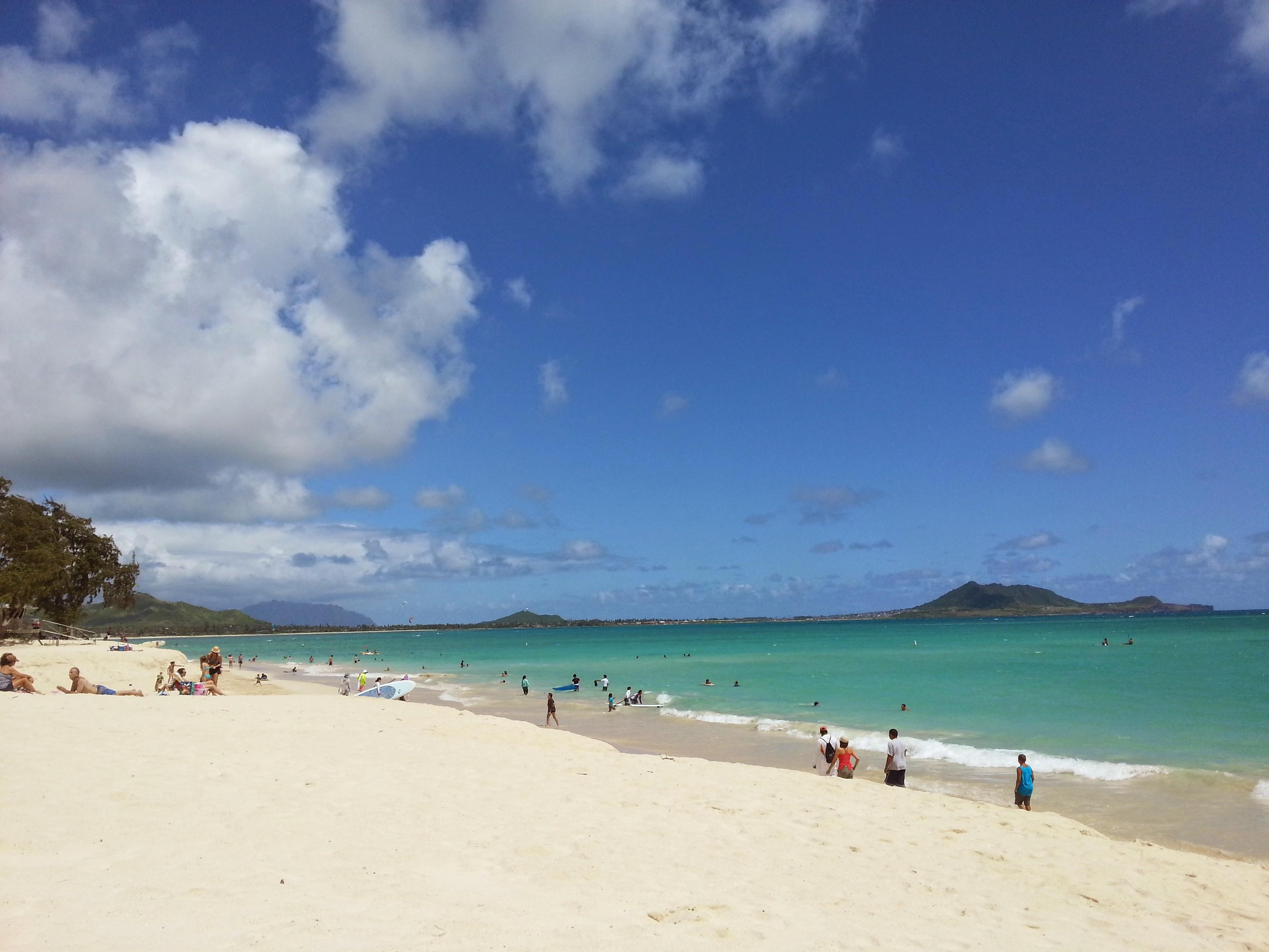 夏のハワイ往復特典航空券は10か月前でも空席待ち、早めの予約を!