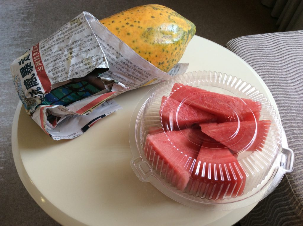 台湾の果物 スイカとパパイヤ