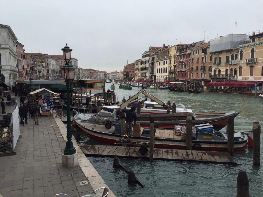 ベネチアならではのゴンドラです